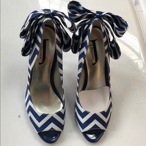 J.Renee Willet-JJ High Heels shoes with bow 5 1/2M